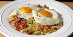 Gourmet Girl Cooks: Eggs over Bacon & Onion Slaw - Low Carb