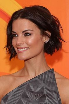 18 popular short brunette hairstyles hairstyles 2019 new hairstyles and hair colors - Bob Frisuren Kurz - Short Haircut, Short Bob Hairstyles, Cool Hairstyles, Bob Haircuts, Haircut 2017, Short Undercut, Wavy Bob Hairstyles, Medium Hair Styles, Curly Hair Styles