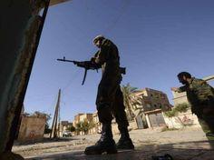 Caos in Libia, italiani in fugaRimpatrio a bordo di una nave - Yahoo Notizie Italia