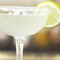 Margarita - recept på en klassisk cocktail Margarita Recept, Tequila, Frozen, Tableware, Dinnerware, Tablewares, Dishes, Place Settings