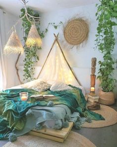 Bohemian Style Ideas For Bedroom Decor Design - Hipster Home Decor Bohemian Bedroom Decor, Bohemian Bedding, Cute Room Decor, Aesthetic Room Decor, Boho Aesthetic, Room Ideas Bedroom, Night Bedroom, Cozy Room, Dream Rooms