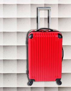 COLECCION VILLAGE Valija de 4 ruedas giratorias, con cerradura de combinación. Brillantes colores. Material ABS. http://www.primicia.com.ar