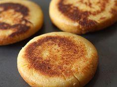 Nada más rico que una Arepa Boyacense con mucho queso, doradita y acabada de salir del horno... Solo hay que seguir el paso a paso para prepararlas!