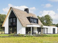 House Roof, Facade House, Modern Rustic Homes, Modern Farmhouse, House Paint Exterior, Exterior Design, Style At Home, Building Design, Building A House