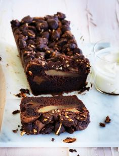 Chocolate, pear and olive oil cake with cocoa crumble Recipe Pear And Chocolate Cake, Chocolate Olive Oil Cake, Cakes Plus, Big Cakes, Pear Dessert, Chocolate Garnishes, Cocoa Cake, Pear Cake, Cooking Chocolate