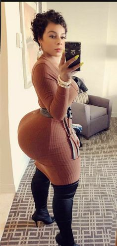 Big Black Booty Girls, Sexy Hot Girls, Thick Girl Fashion, Botas Sexy, Girl With Curves, Sexy Curves, Sexy Ebony, Voluptuous Women, Curvy Outfits