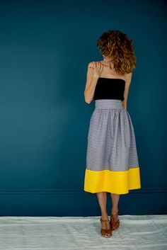 Women& midi skirt pattern - Easy to sew - Yoann M. - - Patron jupe midi femme - Facile à coudre Anne Morin I The habit does not make the monk - Diy Clothing, Sewing Clothes, Sewing Coat, Fabric Sewing, Doll Clothes, Diy Jupe, Couture Sewing, Dress Sewing Patterns, Sewing Ideas