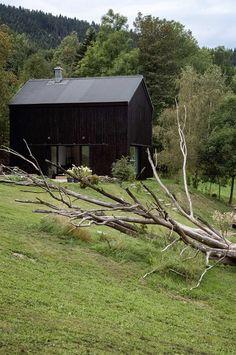 Проект Boooox Heritage Barn – это перевоплощение старого сарая в элегантное и функциональное жилье от архитектурной студии OOOOX, расположенной в городе Liberec, Чехия