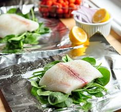 baked fish spinach and tomatoes in foil packets baked fish spinach ...