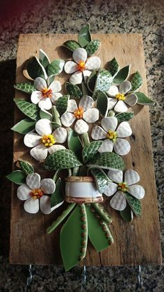 Best 12 Resultado de imagem para tecnica de mosaico picassiette We are want to say thanks if you like to share this post – SkillOfKing. Mosaic Artwork, Mosaic Wall Art, Mosaic Diy, Mosaic Garden, Mosaic Crafts, Mosaic Glass, Mosaic Tiles, Glass Art, Mosaic Designs
