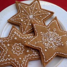 Embroidered felt gingerbread cookie ornaments. Can you imagine this on a Christmas tree in the kitchen or dining room