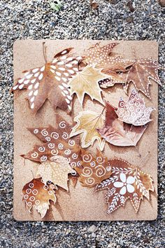 DIY: garland of autumn leaves Autumn Leaves Craft, Autumn Crafts, Autumn Art, Nature Crafts, Christmas Crafts, Diy Autumn, Leaf Crafts, Cork Crafts, Diy Arts And Crafts