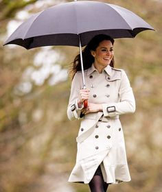 Love the trench coat ... that never goes out of style. And is there ever a day where Kate Middleton doesn't look fabulous?