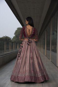 Party Wear Indian Dresses, Indian Gowns Dresses, Indian Bridal Outfits, Dress Indian Style, Indian Fashion Dresses, Indian Designer Outfits, Choli Designs, Fancy Blouse Designs, Latest Lehnga Designs
