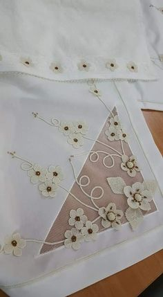 Diy Flowers, Hand Embroidery, Crochet, Embroidery Designs, Tablecloths, Kites, Flowers, Crochet Hooks, Crocheting
