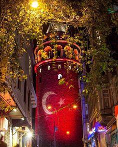 Galata Tower illuminated with Turkish flag by Yüksel Aslan.   (Kaynak: Instagram - yukselaslan_)   #turkey #türkiye #istanbul #beyoğlu #karaköy #galata #karaköy #galatatower #galatakulesi #flag #bayrak #turkishflag #türkbayrağı