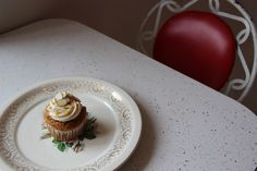 Montreal Adventures on PUBLIC SPY FOR THE PRIVATE EYE Sophie Sucrée Almond Cupcake with dulce de leche icing