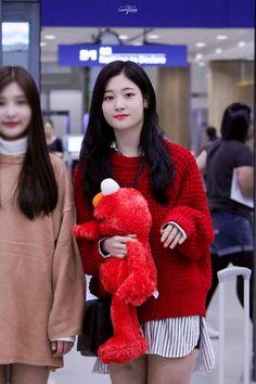 Korean Beauty, Asian Beauty, Airport Style, Airport Fashion, Jung Chaeyeon, Purple Fashion, Chinese Actress, Kpop Girls, Ulzzang