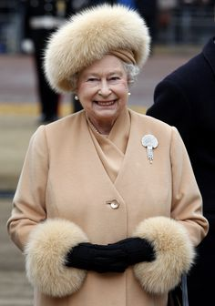 Queen Elizabeth II @ the unveiling of the statue of her mother. Such an elegant ensemble trimmed in fox!