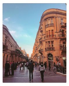 ����#azerbaijan #baku #nizami #street #pedestrian ... #azerbeycan #city #sehir #urban #architecture #mimari #turk #turkish #turkobjektif #architecturalphotography #people #walk #sky #travel #travelgram #instatravel #wanderer #globetrotter #streetphotography #archilovers http://turkrazzi.com/ipost/1517586388424700664/?code=BUPjMeeBbL4