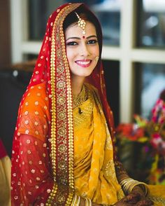 Not all brides wear lehengas, some go with saree which look royal and chic, but if you Match Dupatta With Your Bridal Saree it makes you look more flawless. Indian Bridal Photos, Indian Bridal Outfits, Indian Bridal Fashion, Bridal Dresses, Bridal Dupatta, Pakistani Bridal, Indian Wedding Bride, Wedding Saree Collection, Bengali Bride