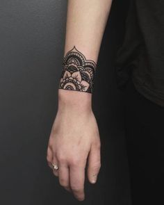 24 Ideas From Tattoos Cuffs For Women - Tattoo Style Mandala Wrist Tattoo, Wrist Band Tattoo, Wrist Tattoos For Guys, Small Wrist Tattoos, Arm Tattoo, Body Art Tattoos, Girl Tattoos, Sleeve Tattoos, Wrist Henna