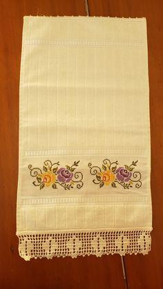 Cross Stitching, Cross Stitch Patterns, Needlework, Towel, Cross Stitch Rose, Embroidery Ideas, Cross Stitch Embroidery, Embroidered Towels, Bath Towels & Washcloths