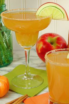 Sparkling Apple Cider Margarita ©