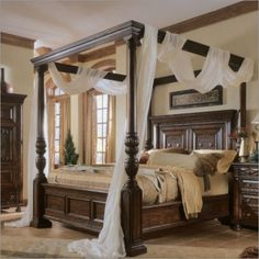 Four poster bed - yes I can see myself sleeping here...