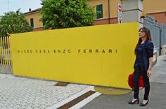 E' impossibile non fermarsi a guardare il famoso Museo Casa Enzo Ferrari...ora altra consulenza con un cliente molto attento ai dettagli!  #consulenza #immagine #modena