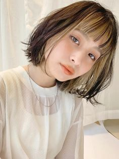Two Color Hair, Hair Color Streaks, Hairstyles With Bangs, Cool Hairstyles, Short Grunge Hair, Haircut And Color, Queen Hair, Aesthetic Hair, Hair Photo