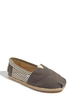 The perfect travel shoe....Saw many a chic looking jet setter sporting these on vacay.