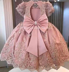 agda Fernandes💕 no Instagra Baby Girl Frocks, Baby Girl Party Dresses, Frocks For Girls, Kids Frocks, Dresses Kids Girl, Kids Outfits, Kids Dress Wear, Kids Gown, Baby Birthday Dress