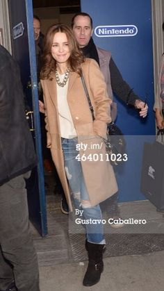 Rachel MacAdams looking great in a FW camel vintage coat - my cutoff jeans are just ready to go with this amazing camel flavor all around... Stunning!!!