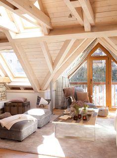 Claraboyas En los techos que lo permiten, una buena opción es abrir una claraboya. El espacio, de inmediato, gana amplitud con la luz.