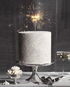 Want to add some DIY sparkle to your cake? Pastry chef Jason Schreiber dishes his expert dos and don'ts for adding glitter and glitz to your wedding cake, or any special dessert. Sparkle Cake, Glitter Cake, Silver Glitter, Glitter Lips, Glitter Dress, Purple Glitter, New Years Wedding, New Years Eve Weddings, Pretty Cakes