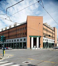 """Palazzo per uffici """"Casa Aurora"""", Aldo Rossi. © Angelo Morelli Aldo Rossi, Angelo, Design History, Cityscapes, Cool Photos, Street View, Urban Landscape"""
