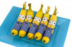 Minions, Minions, and more Minions! Everyone loves Minions! If you are planning a Minion themed party, check out this list of the cutest Minion party snacks. From easy to assemble snacks, to delici. Minion Party Food, Minion Theme, Minion Birthday, Birthday Treats, Birthday Parties, Minion Treats, Birthday Gifts, Minion Banana, Bolo Minion