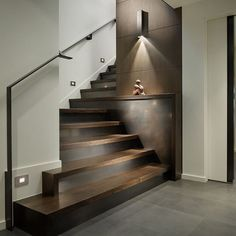 Interesante y creativo detalle para la #escalera reforzado por elegantes…