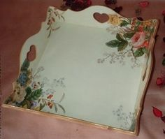 BANDEJAS DECORADAS PINTURA,DECOUPAGE Decoupage Wood, Decoupage Furniture, Decoupage Vintage, Painted Furniture, Fun Crafts, Diy And Crafts, Arts And Crafts, Chic Wallpaper, Ceramic Painting