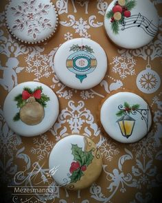 Mini christmas cookies #christmas #cute #mini #gingerbread #royalicing #handpainted #handmade #mezesmanna