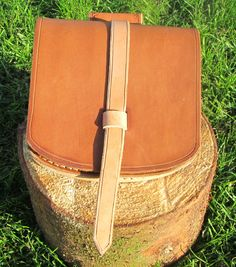Birka bag Nature/yellowbrown. 14 cm wide, 15,5 cm high, 5 cm thick. Part number: 400-0001 Price: 400,00 Dkr.