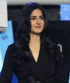 Katrina Kaif Beautiful Bollywood Actress, Beautiful Actresses, Katrina Kaif Photo, Barbie Makeup, Indian Hindi, Aishwarya Rai Bachchan, English Actresses, Bollywood Actors, Celebs