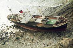 (13 enero 1974) Un fuerte temporal hace encallar al buque griego ATHEN, de 2.500 toneladas, en las rocas de Punta Galea.  El buque se dirigía al puerto para ser desguazado en Santurtzi.