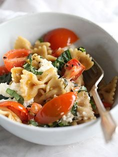 Fresh Tomato and Ricotta Whole Wheat Pasta is healthy and so fresh in flavors on foodiecrush.com #recipe #pasta