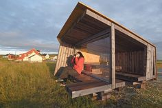 Ekkerøy, Vadsø. Birdwatching shelter. Architect: Biotope.no Cabins In The Woods, House In The Woods, Play Houses, Bird Houses, Outdoor Pergola, Outdoor Decor, Outdoor Toilet, Wetland Park, Landscape Structure