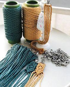Macrame Wall Hanging Diy, Macrame Art, Macrame Design, Macrame Projects, Macrame Jewelry, Macrame Patterns, Crochet Patterns, Micro Macramé, Macrame Tutorial