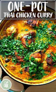 One-pan Thai chicken curry with coconut milk and spinach — what fall dinner dreams are made of. Curry Recipes, Asian Recipes, Healthy Recipes, Thai Recipes, Weeknight Recipes, Healthy Breakfasts, Healthy Snacks, Carne, Thai Chicken Curry