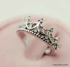 Love this ring. Can't walk around with a crown on my head might as well wear one on my finger. Ha!