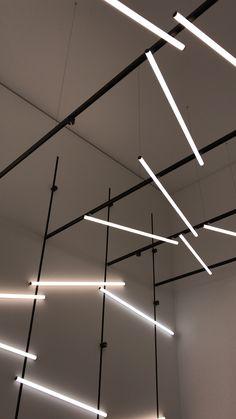 XAL Pivot, Move It 25 magnetic lighting system Office Lighting, Bar Lighting, Interior Lighting, Lighting Design, Pendant Lighting, Led Lighting Solutions, Lighting System, Restaurant Interior Design, Interior Design Living Room